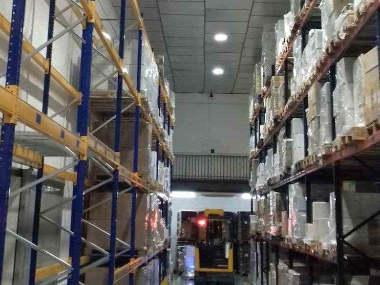 redistribución lumínica almacén